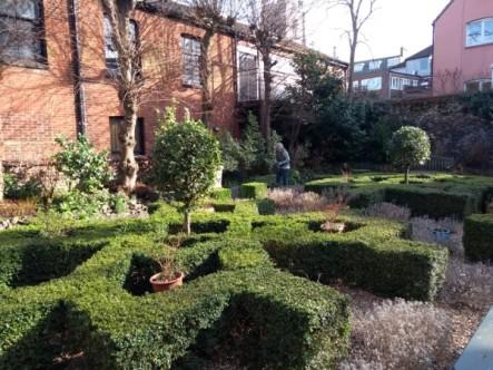 tudor-garden